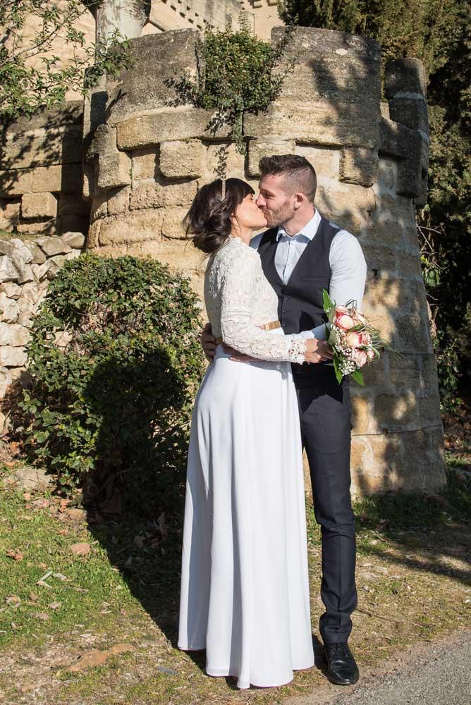 Le photographe de mariage est une surprise pour les mariés