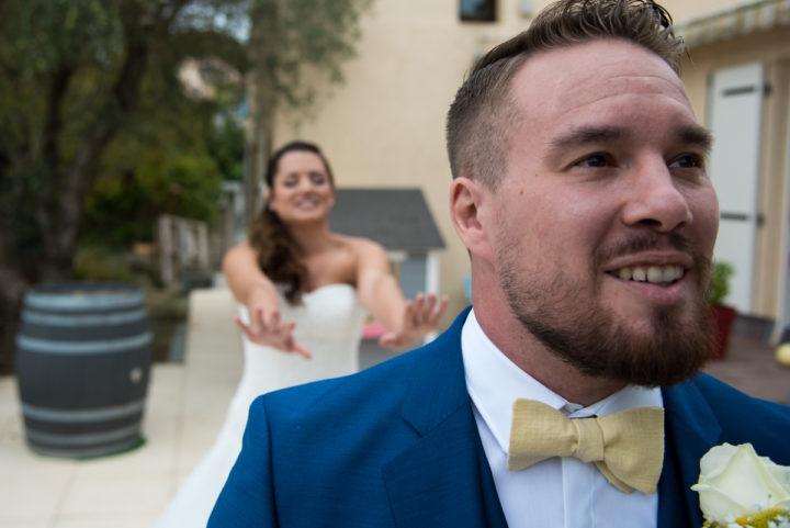 moment de découverte entre les mariés il ne l'a pas vu dans sa robe de mariée