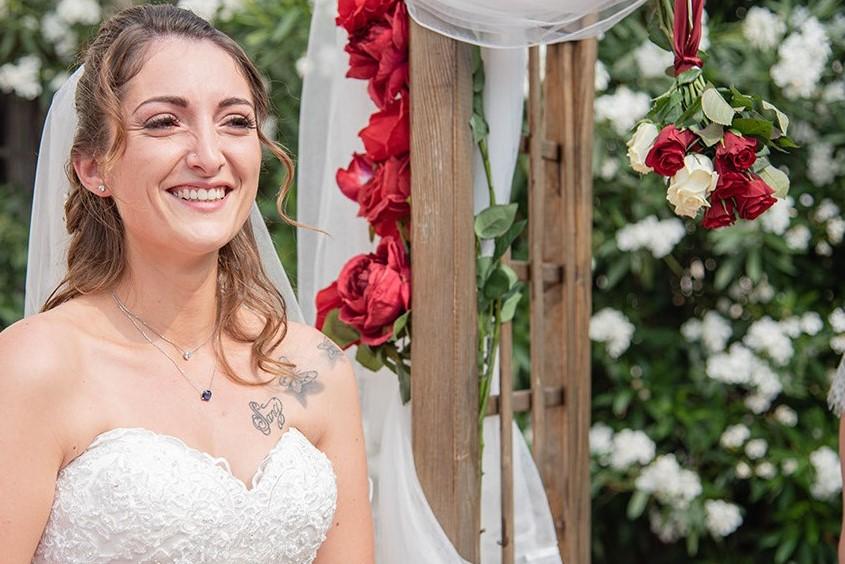 la mariée avec son époux à la cérémonie laïque extrait du reportage photo