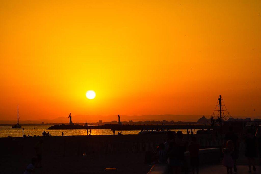 Photo en fin de journée au soleil couchant